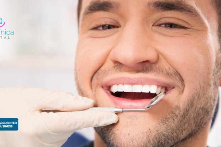 hombres cuidan su salud dental